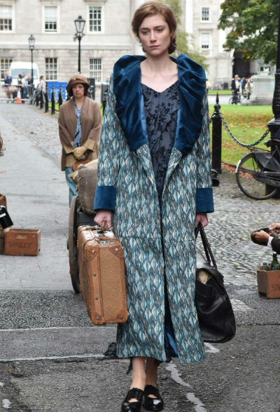 the new dress by virginia woolf The new dress by virginia woolf summary the new dress virginia woolf alienation, isolation, and loneliness the new dress virginia woolf -woolf was born into a privileged household on january 25th, 1882 -she began writing when she was young and published her first novel in 1915.