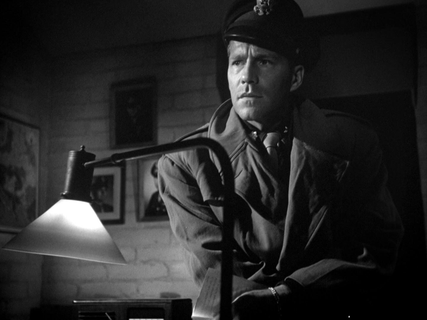twelve oclock high Twelve o'clock high (1950) in 1942, an american air force unit stationed in england is plagued with morale problems until no-nonsense brigadier general frank savage (gregory peck) assumes command.